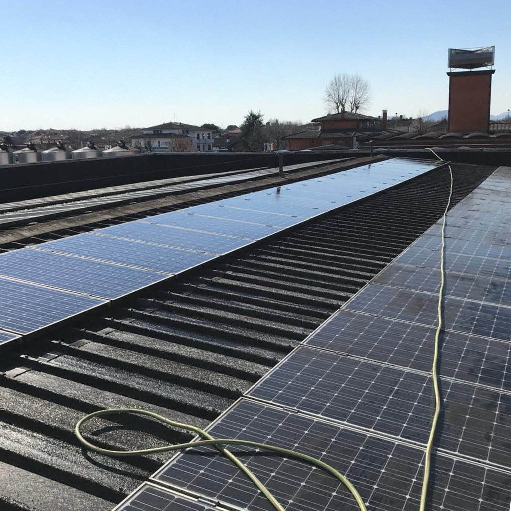 Pulizia professionale tetti e pannelli solari/fotovoltaici